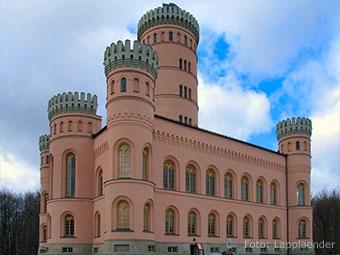 Ein beliebtes Ausflugsziel: Das Jagdschloß Granitz (Quelle: Wikipedia, Foto: Lapplaender)