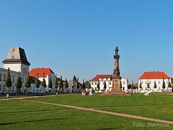 Klassizistisches Ensemble rund um den Markt von Putbus (Quelle: Wikipedia, Foto: Darkone)