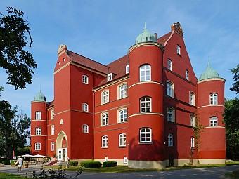 Schloss Spycker - das älteste Schloss auf der Insel Rügen (Quelle: Wikipedia, Foto: Lapplaender)